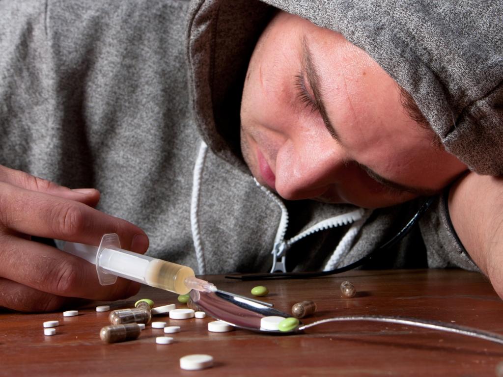 el problema de las drogas en la sociedad: