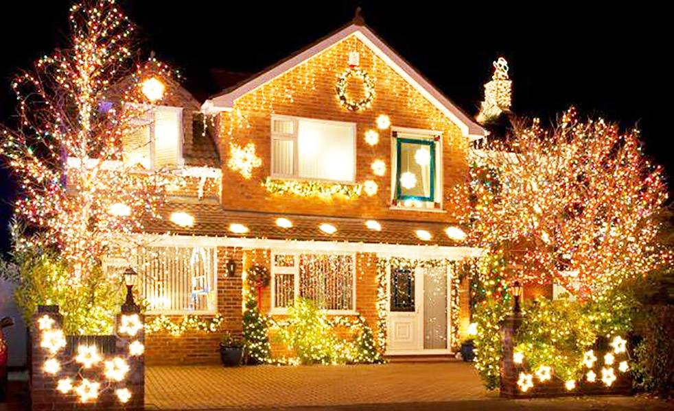 Casas con adornos navide os en exceso - Adornos de navidad para casa ...