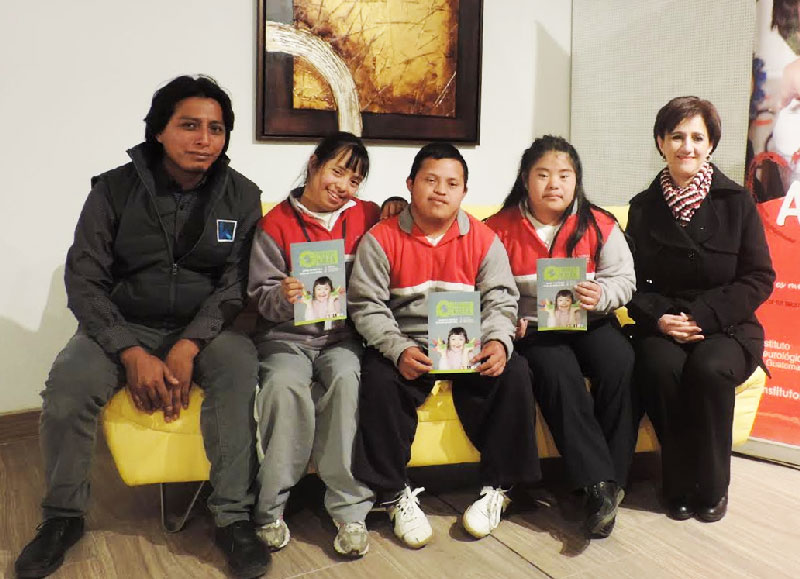 Trueque kalea a beneficio del instituto neurol gico for Muebles de oficina kalea