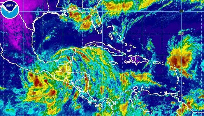 Earl pasa de ser huracán a tormenta tropical