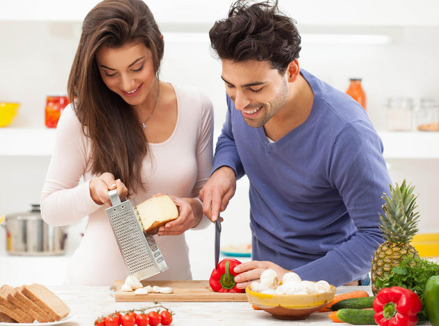 5 razones para cocinar en pareja y mejorar tu relaci n for Cocinar en 5 min