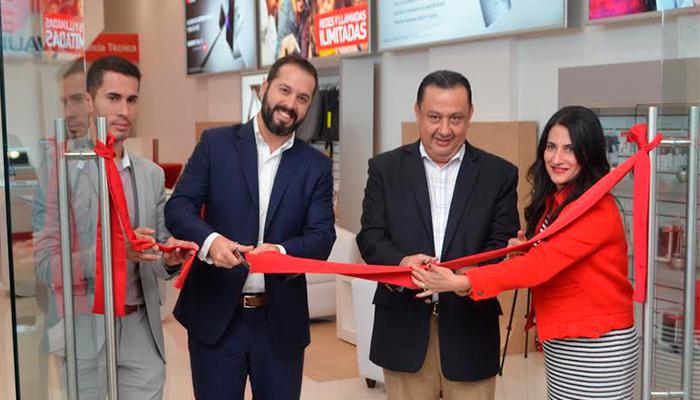 Inauguran tienda interactiva Claro-Huawei en Guatemala