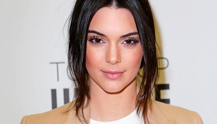 Video: Kendall Jenner sufre aparatosa caída en una fiesta