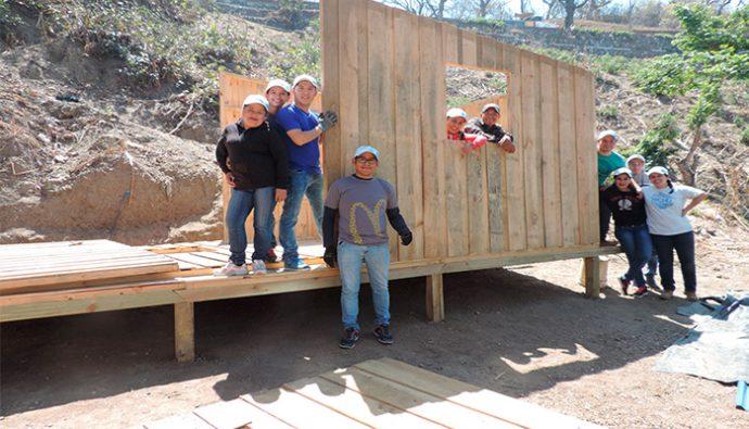 McDonald's y TECHO construyen viviendas para guatemaltecos