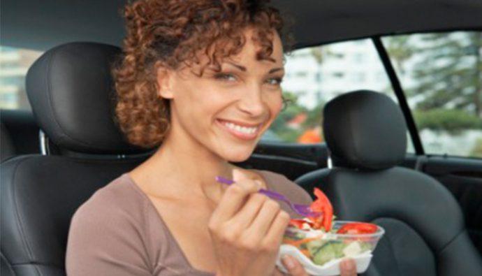 4 alimentos para llevar en el auto en un viaje largo