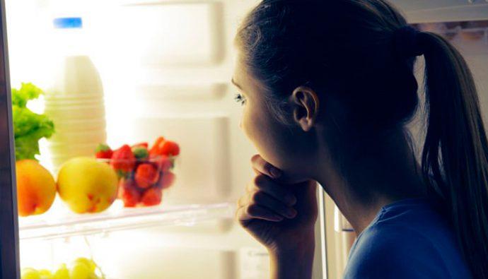 4 alimentos que se debe evitar comer de noche