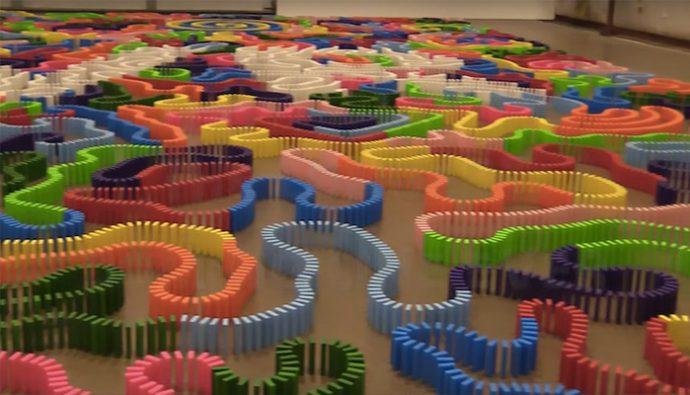Video: Record mundial de caía en piezas de dominó