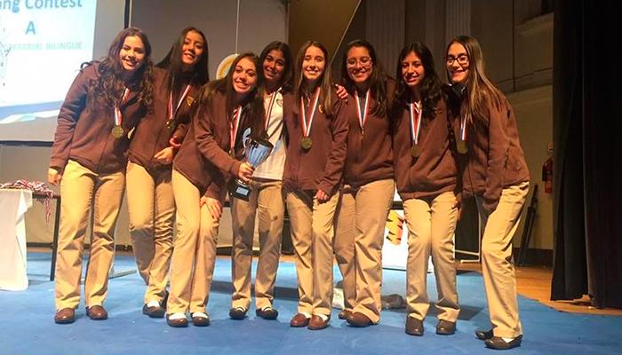 Estudiantes del Liceo Secretarial Bilingüe ganan primer lugar en Inglaterra