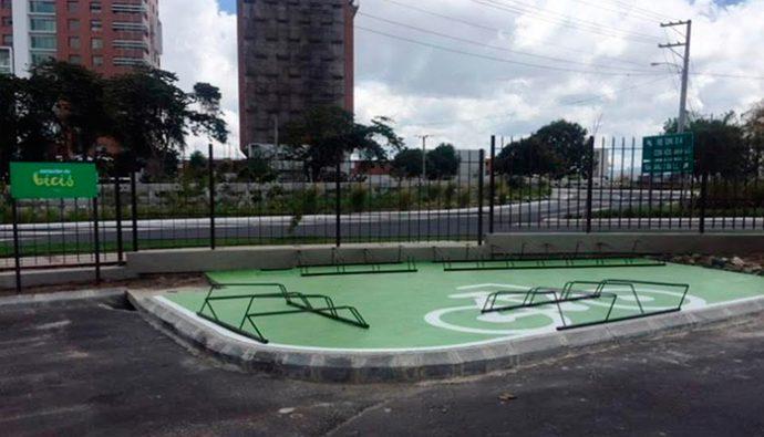 Spectrum coloca estacionamientos de bicicletas para cuidar el planeta