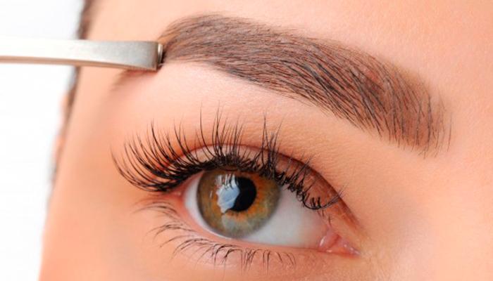 Nueva tendencia de pelucas para cejas con cabello natural