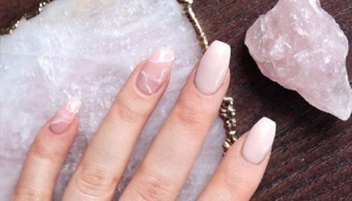 """Llega la nueva tendencia """"cuarzo"""" para uñas"""