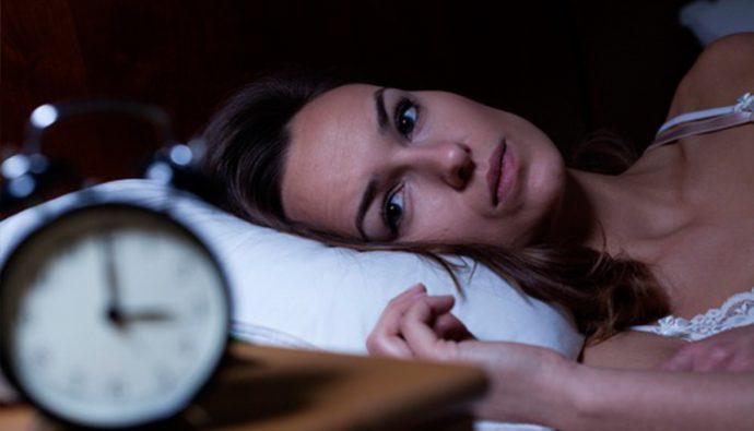 ¿Por qué es más difícil dormir bien en la adultez?