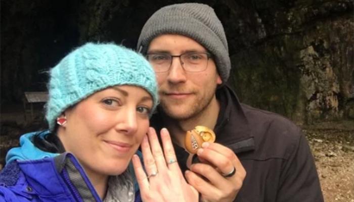 Llevó colgado un año su anillo de compromiso sin saberlo