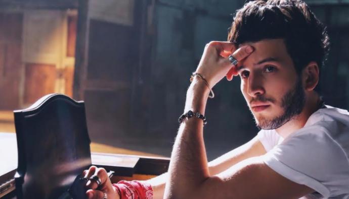 """Sebastián Yatra presenta su nuevo sencillo """"Devuélveme el corazón"""""""