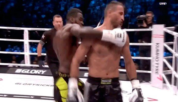 Video: Fanáticos entran al ring y golpean a luchador de Kickbox