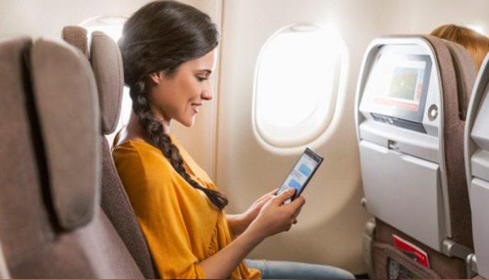 """¿Por qué se debe poner en """"modo avión"""" los celulares cuando se viaja?"""