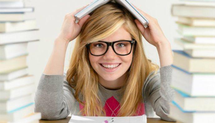 Estudio revela que los hombres se sienten intimidados por mujeres inteligentes