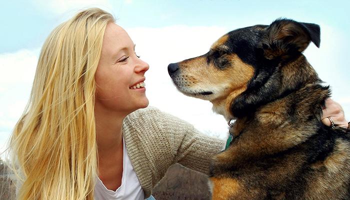 Según estudio las mujeres comprenden mejor a los perros