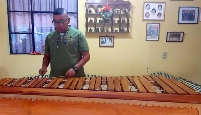 Conoce a Mariano De León, Director juvenil de Escuela de Marimba