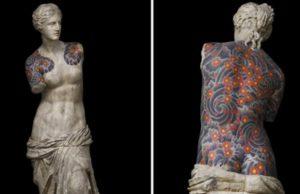 Artista tatúa esculturas clásicas, el resultado es impresionante