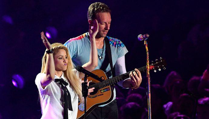 Video: Chris Martin impresiona cantando en español junto a Shakira