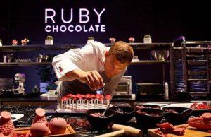¿Quieres conocer el chocolate color rosa con sabor a frutos rojos? ¡EXISTE!