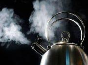 ¿Qué beneficios trae la ingesta de agua caliente?