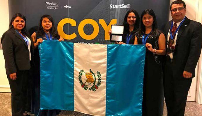 Jóvenes guatemaltecos brillan en concurso internacional de emprendimiento