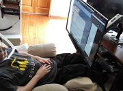 Guatemalteco logra utilizar computadora con movimiento de ojos