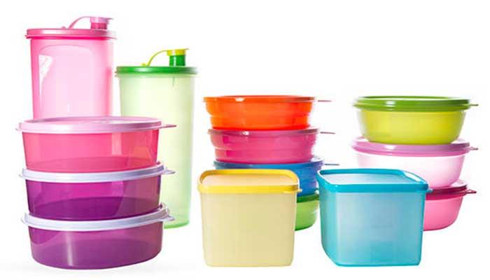 Cómo quitar las manchas de los recipientes plásticos