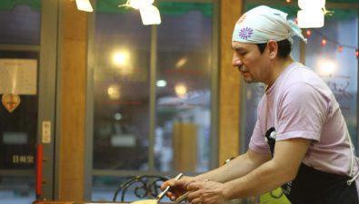 """El guatemalteco Fernando López es el mejor chef de """"okonomiyaki"""" de Hiroshima"""