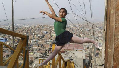 Maestra de ballet le cambia la vida a niñas de una comunidad pobre