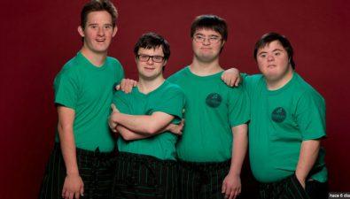 Cuatro jóvenes con Síndrome de Down abren una pizzería