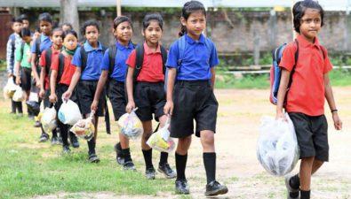 """El plástico es la """"cuota escolar"""" de una escuela en la India"""