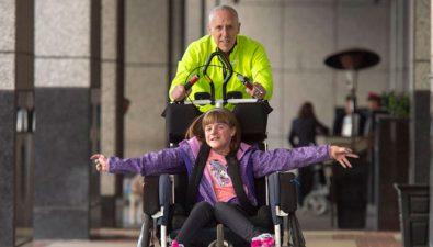 Atleta ha corrido 45 maratones con personas con discapacidades