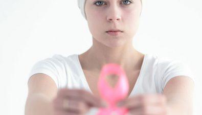 No importa si eres joven, te puede dar cáncer de mama