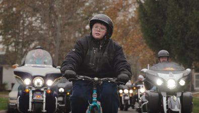 50 motoristas escoltan a un niño víctima de acoso a la escuela