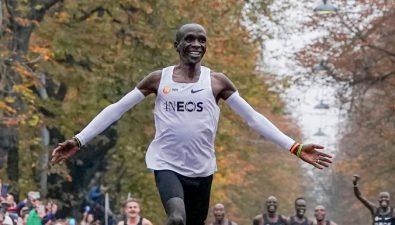 Joven alcanza su sueño: es el primer atleta en correr una maratón en menos de 2 horas
