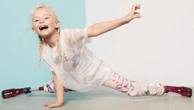 La primera niña con doble prótesis en desfilar en la Semana de la Moda de Nueva York