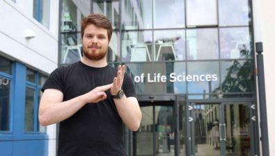 Estudiante sordo crea más de 100 signos nuevos para términos científicos