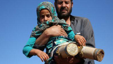 Le hizo 'piernas' a su hija con lo que tenía: dos latas de atún