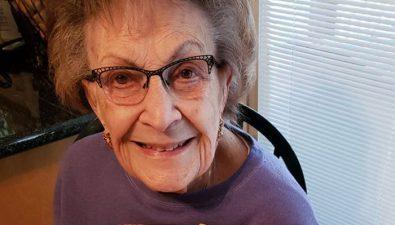 Abuelita de 97 años hace videos de cocina para animar a los demás en la cuarentena