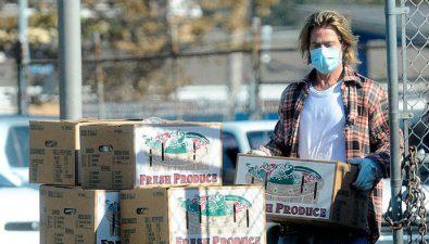Brad Pitt entrega cajas de alimentos a personas afectadas por el COVID-19 en California