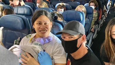 Mujer dio a luz en pleno vuelo a Hawái