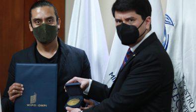 Jayro Bustamante recibe reconocimiento de la Organización Mundial de Propiedad Intelectual