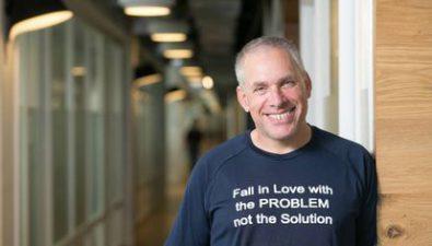 Reserva tu lugar  para aprender del cofundador de Waze en charla gratuita.